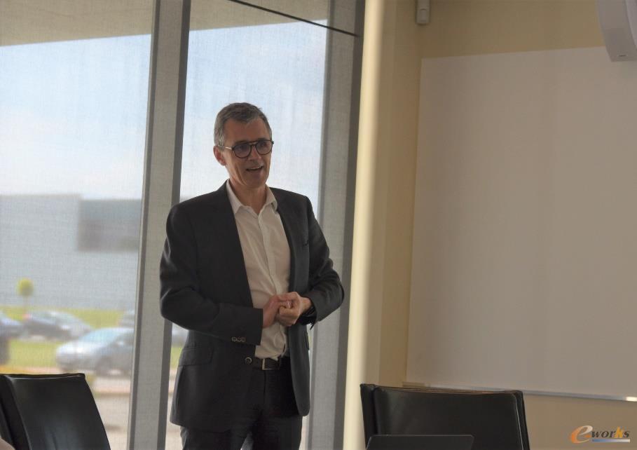 Peter De Clerck先生向考察团介绍西门子与Simcenter